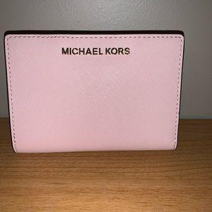 Michael Kors Carryall Wallet Pink NEW